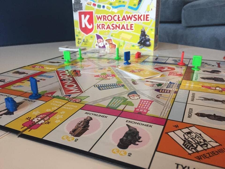 https://planszowkiwedwoje.pl/2016/11/premiera-monopoly-junior-wrocawskie.html